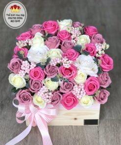 chậu gỗ hoa sáp 45 bông mix trắng hồng