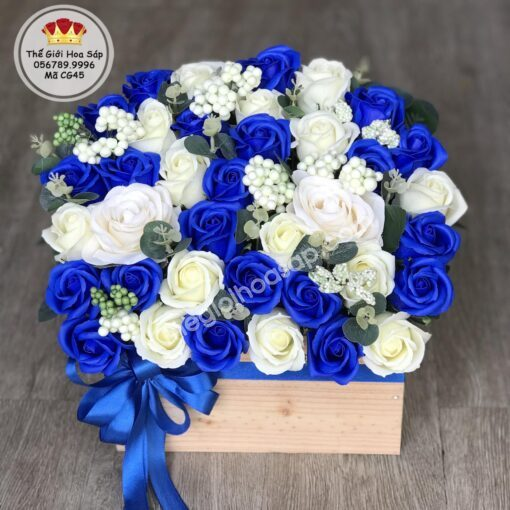 chậu hoa xanh coban
