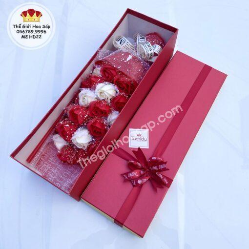 hộp hoa sáp thơm phối đỏ trắng