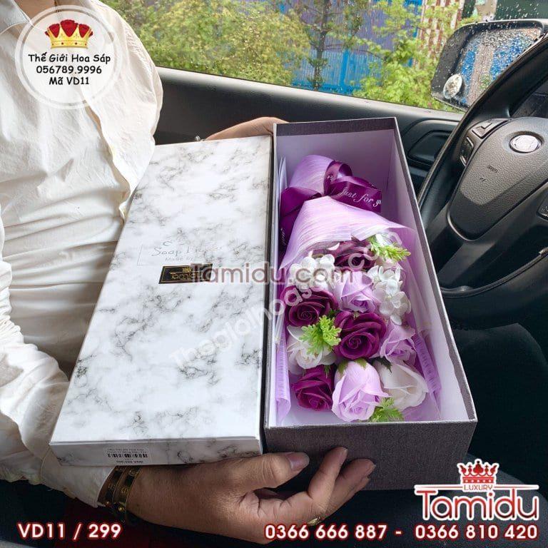hộp hoa tím
