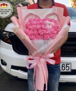 bó hoa sáp 32 bông khung tim